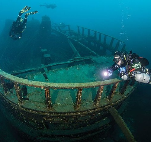5338313_drive-and-dive-exploring-the-wrecks-of_55731c0c_m