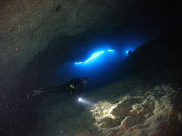 advanced-blue-hole-diving-scuba-andros-bahamas