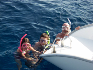 sailing-vacation-family