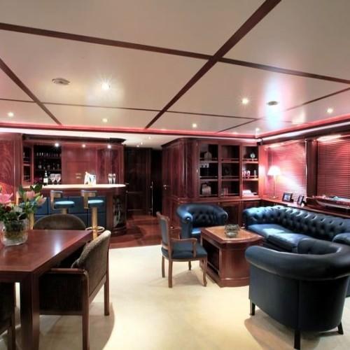 120-Benetti--Bridge-Deck-Lounge