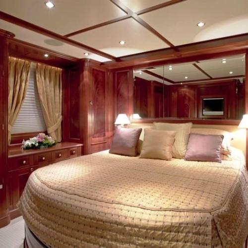 120-Benetti-Queen-Cabin