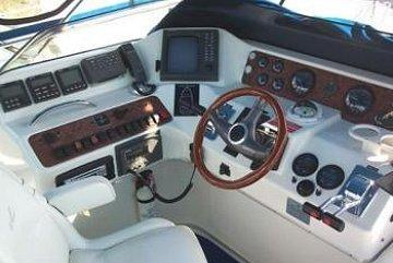 searay44_cockpit